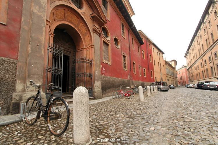20060817_parma_couvent_velo.jpg